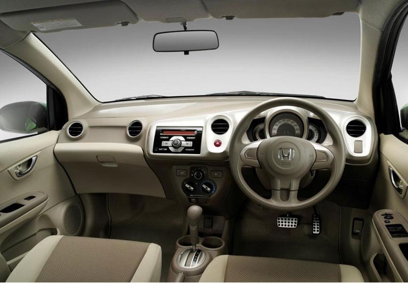 Honda Brio tercatat mampu menjangkau jarak 100 km dengan konsumsi BBM